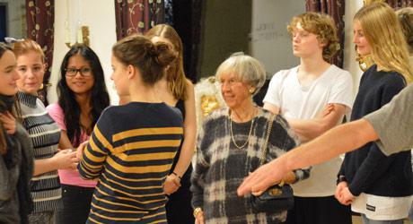 Lise Nørgaard besøger de unge talenter på Eventyrteatret, oktober 2015