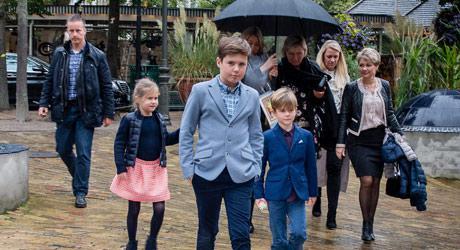 """Prins Christian, Prins Vincent og prinsesse Josephine til premiere på Eventyrteatrets familiemusical """"Kongen og Tiggertøsen"""""""
