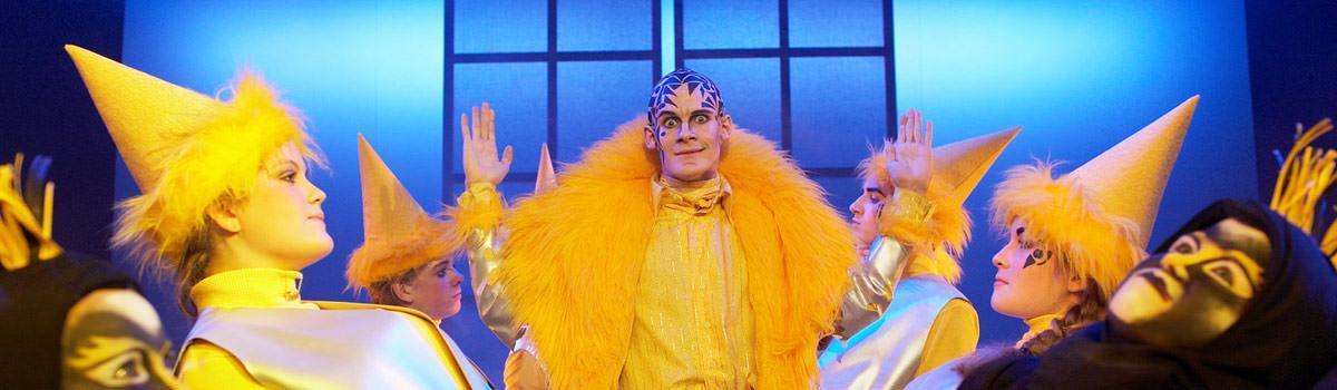 Simon Bennebjerg som Doktor No i Eventyrteatrets musical I Julemandens Tjeneste 2007