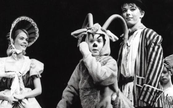 """Fra Eventyrteatrets musical """"Klods-Hans"""" 1993 på Amager Scenen"""