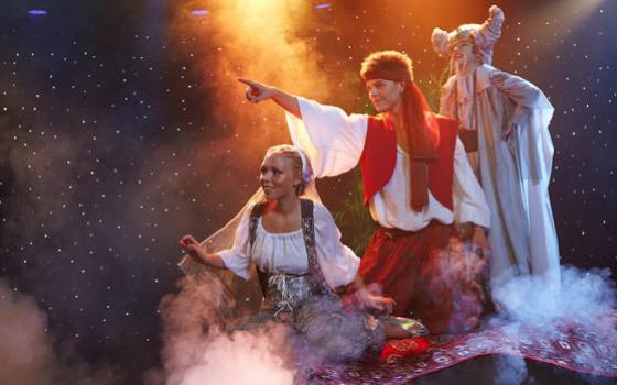 """Fra Eventyrteatrets musical """"1001 nats eventyr"""" 2009"""