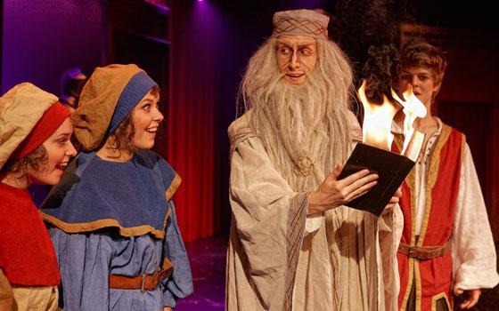 """Fra Eventyrteatrets musical """"Sværdet i stenen"""" 2010 i Tivolis Glassal - foto: Ole Mortensen"""
