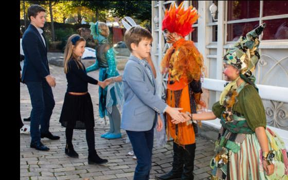 Kongeligt besøg i Eventyrteatret 5. oktober 2019 i Glassalen