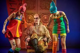 Foto fra Fugl Fønix musical teater spillet i Glassalen i Tivoli, Mjav Power