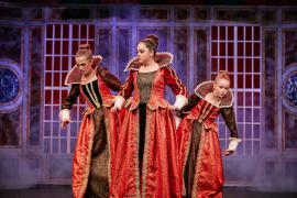 """Fra Eventyrteatrets familiemusical """"Kongen og Tiggertøsen"""", oktober 2017 Glassalen i Tivoli - tre prinsesser - musical teater"""