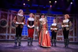 """Fra Eventyrteatrets familiemusical """"Kongen og Tiggertøsen"""", oktober 2017 Glassalen i Tivoli - prinser og prinsesse - musical teater"""