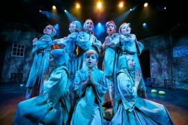 "Fra Eventyrteatrets familiemusical ""Kongen og Tiggertøsen"", oktober 2017 Glassalen i Tivoli - børnehjemsbørn - musical teater"