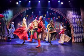 Fra Eventyrteatrets familiemusical Skovens Dronning, oktober 2019, Glassalen i Tivoli - Herolden (Sofie Uldbjerg) - teater, børneteater, musical