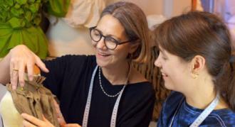 Eventyrteatrets kostumedesigner Christine Brincker laver kreativ workshop i marts 2021