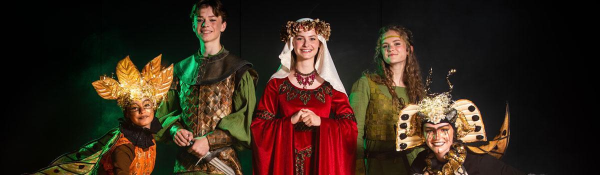 de første kostumer til Eventyrteatrets musical Robin Hood, der spiller 2. 18. oktober 2020 i Tivolis Glassal - foto: Hergaard Fotografi