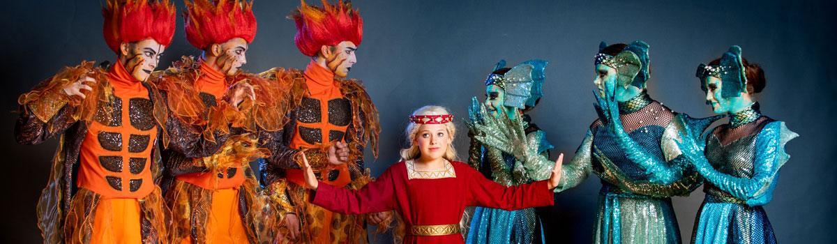 """De første kostumer til Eventyrteatrets musical """"Skovens Dronning"""""""